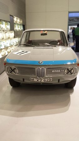 BMW Welt: another old mbw