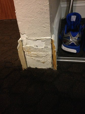 Hilton Houston NASA Clear Lake: Missing floor boards in room...