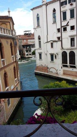 Pensione Accademia - Villa Maravege : Room with a view