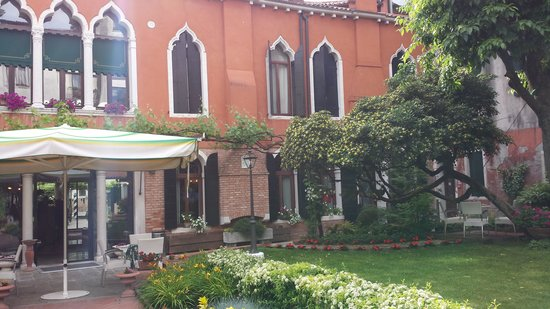 Pensione Accademia - Villa Maravege : Hotel garden