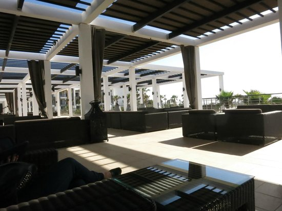 Sofitel Agadir Thalassa Sea & Spa: The bar outside