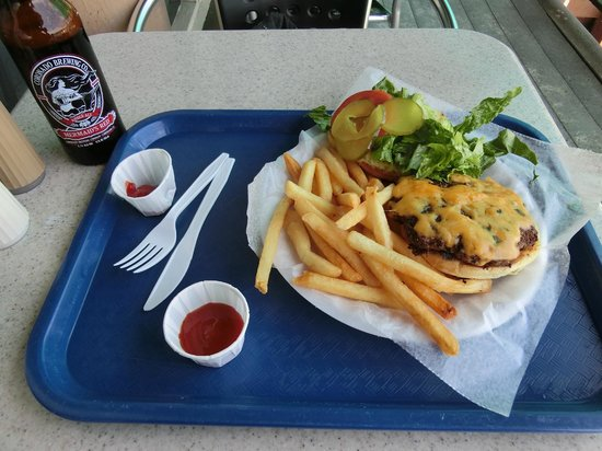Anthony's Fish Grotto: Cheese Burger