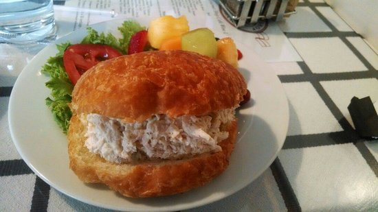 Gourmet Shop Cafe: Chicken Salad on croissant with fruit salad