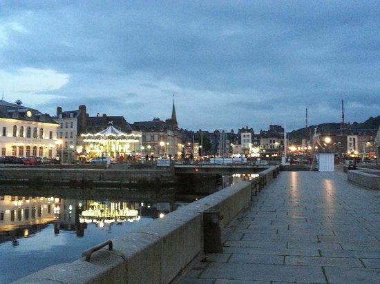 Le Vieux Bassin : Haven avond