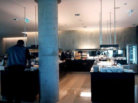 NH Bratislava Gate One: Breakfast
