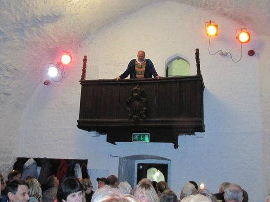 Bunratty Castle Medieval Banquet: Being addressed by Patrick the butler