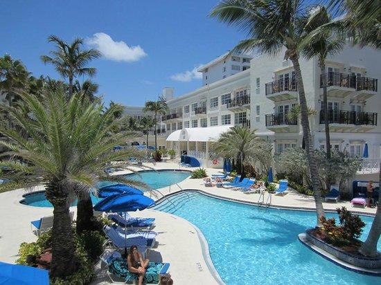 The Savoy Hotel: Beautiful Pool Area