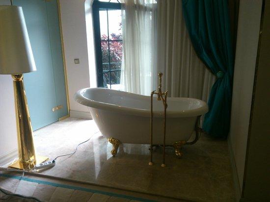 Sura Design Hotel & Suites: -