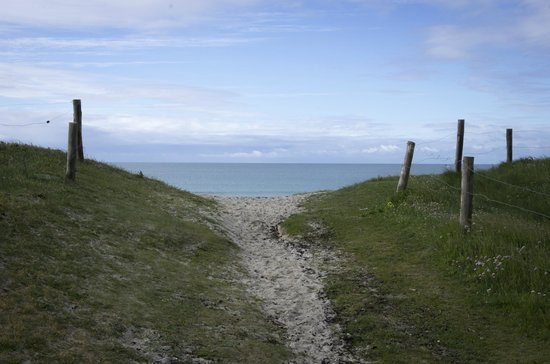 Yelloh Village La Plage: Chemin vers la plage du Steir