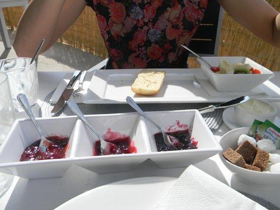 Petit Hotel Son Arnau: Continental Breakfast! Yummie!!