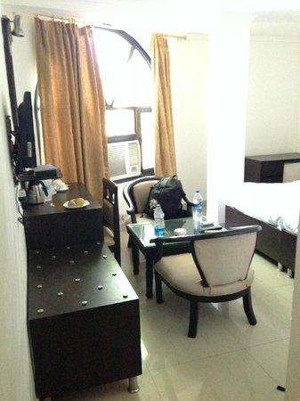 Hotel Pushp Villa: Tiny room.  Crammed full of furniture.