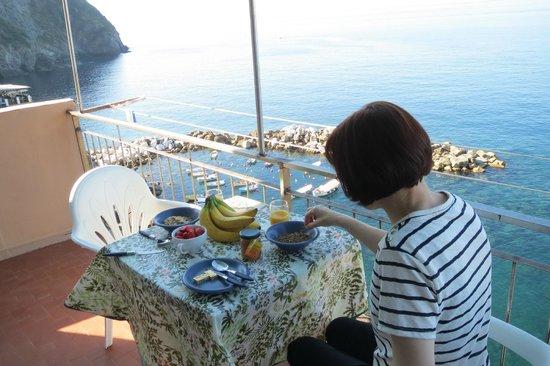Mar Mar: Beakfast on the balcony