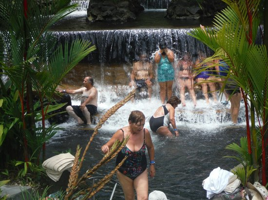 Tabacon Hot Springs: waterfall pool just across from restaurant/dressing rooms