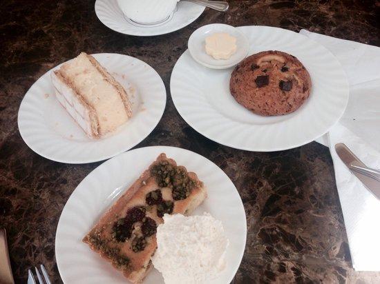 Bettys Cafe Tea Rooms - Harrogate: Cakes!