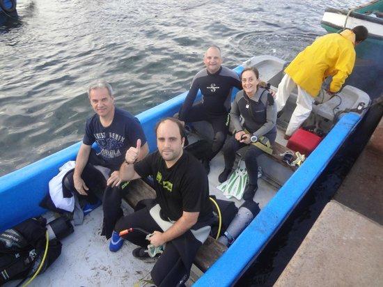 Buceo Isla de Pascua : saliendo a La Catedral en el bote de ORCA