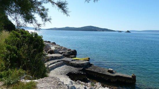 Villa Vrbat: Nearby seaside trail