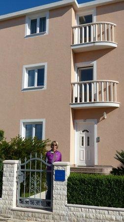 Villa Vrbat: Front side of apartment
