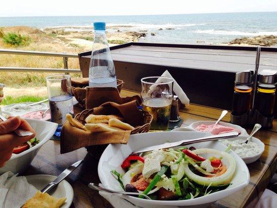 Vardas Beach: Mixed dips & village salad