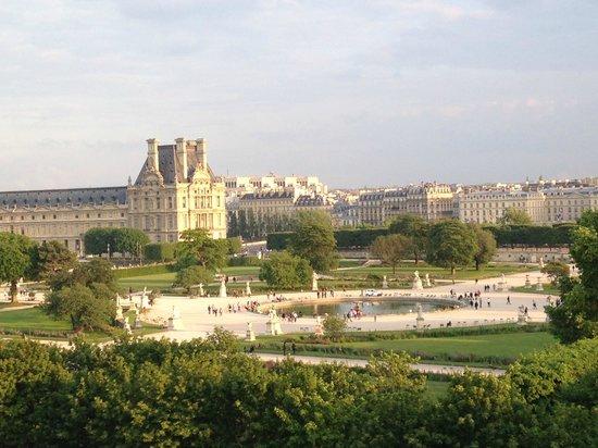 Hotel Brighton - Esprit de France : Musee du Louvre - vista da esquerda do quarto