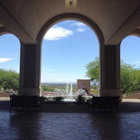 Westin La Paloma Resort and Spa: Upon arrival to the resort, the beautiful entrance