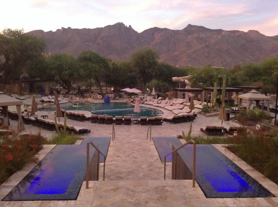 Westin La Paloma Resort and Spa: Walking out from breakfast, this view took my breath away...