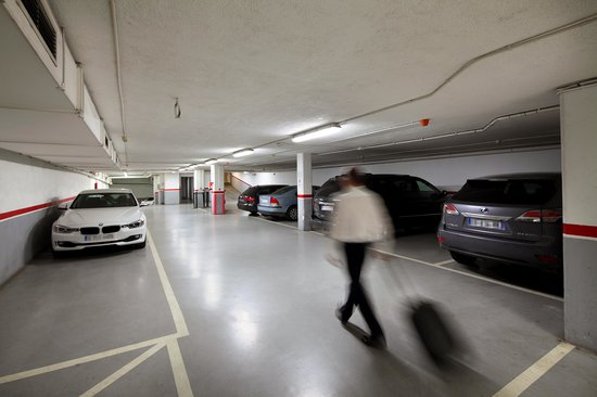 Hispanos 7 Suiza: Parking privado
