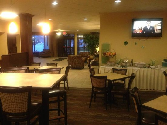 Michigan City Inn: Seating area for breakfast