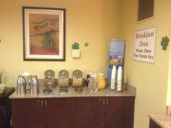 Clarion Inn Michigan City : Breakfast selection