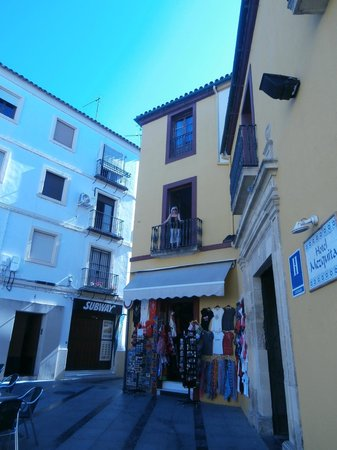 Hotel Mezquita : Standing in the window of Room 5