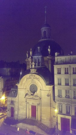 Hotel de la Herse d'Or : night view from the bedroom