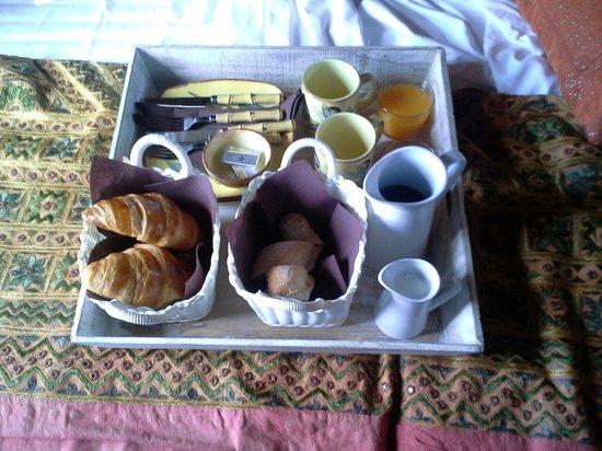 Hotel Abaco Altea : Desayuno en la habitación