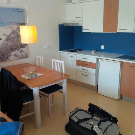Aparthotel & Hotel Isla de Cabrera: Kitchen space