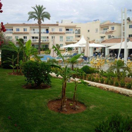 Aparthotel & Hotel Isla de Cabrera: View on pool area