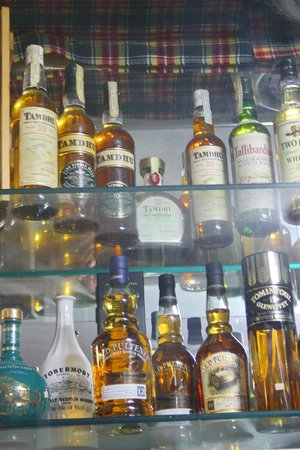 Torre Velha Hotel: name a bottle of whiskey and they have it