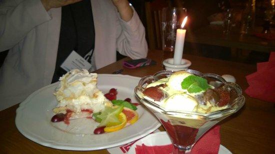 Czerwony Wieprz: Fidel's star e prugne calde con gelato