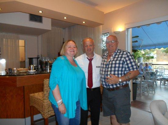 Portes Beach Hotel: Us with Micaelis saying goodbye