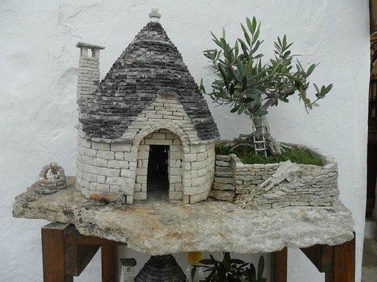 I Trulli di Alberobello - World Heritage Site: La miniatura di un trullo.