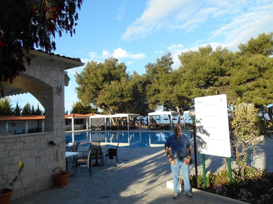 Portes Beach Hotel: the lovely pool area