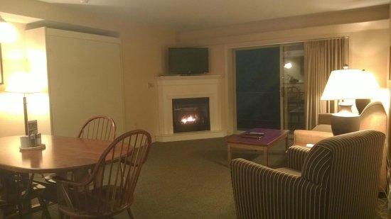 InnSeason Resorts Pollard Brook : Living Room and balcony