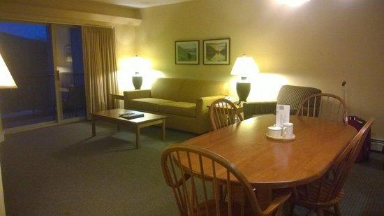 InnSeason Resorts Pollard Brook: Dining Room/Living Room