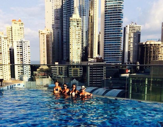 Hard Rock Hotel Panama Megapolis: City view from the pool area