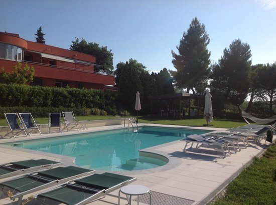 Shanti House: la House dalla piscina