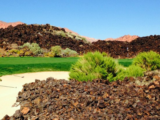 Entrada at Snow Canyon Golf Course : sorry, this photo was made with the iPhone, the course is better that in this photo ...