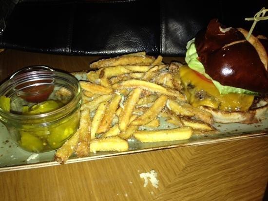 Milwaukee Marriott Downtown: Milloke Burger