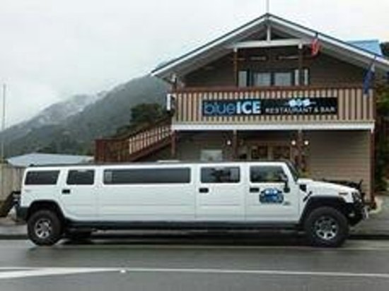 Blue Ice Cafe: Experience both fun on riding a limo and  having a sumptuous dinner at the resto That is a worth