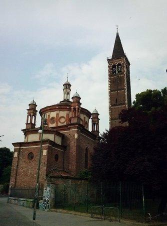 Il campanile foto di basilica di sant 39 eustorgio milano for Piazza sant eustorgio