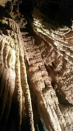 Bluff Dwellers Cavern: Mineral deposits