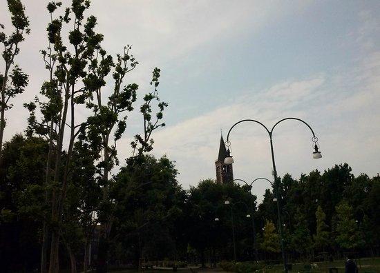 Basilica di Sant'Eustorgio : dal Parco di Piazza Vetra