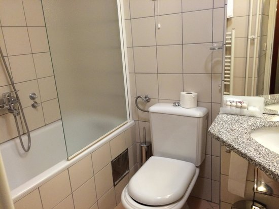 Hotel Jezero: バスルーム