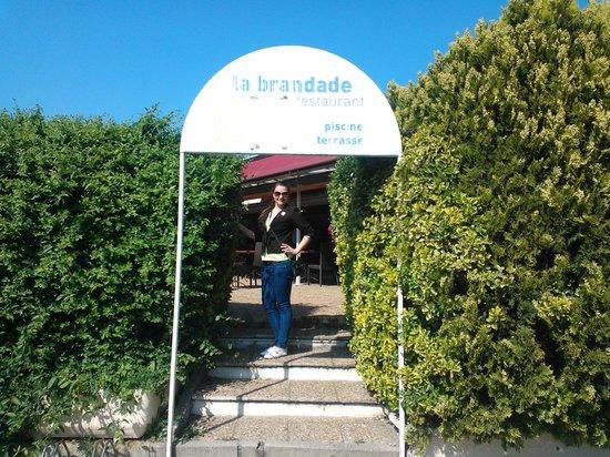 Logis Nîmotel : Вход на террасу ресторана